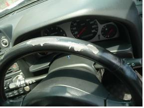 ニッサン-GT-R ステアリングの擦れ修理前