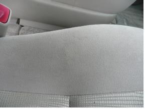 トヨタ-エスティマ モケットシートのタバコ焦げ穴修理後